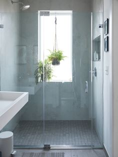 Tips, secrets, and overview when it comes to receiving the finest outcome and ensuring the max usage of walk In shower small bathroom Mold In Bathroom, Upstairs Bathrooms, Downstairs Bathroom, Bathroom Faucets, Chic Bathrooms, Bad Inspiration, Bathroom Inspiration, Shower Plant, Window In Shower