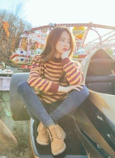 Cute and beautiful ulzzang~ shared by Ann_e on We Heart It Modest Fashion, Girl Fashion, Fashion Outfits, Womens Fashion, Fashion Quiz, Fashion Blouses, Moda Ulzzang, Ulzzang Girl, Mode Outfits