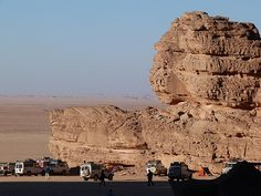 Wadi Sura en Gilf Kebir (Desierto Líbico, Egipto). En el oeste de la meseta de Gilf Kebir nace el Valle de las imágenes, el Wadi Sura en el  que Almásy halló la célebre cueva de los nadadores y donde posiblemente uno podría considerar seriamente que se trata del museo al aire libre de arte rupestre más asombroso del continente africano.