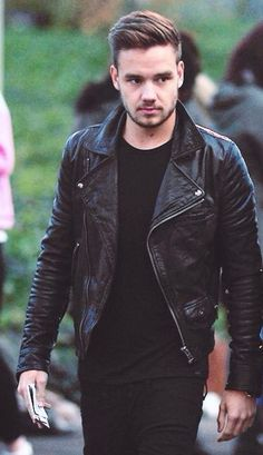 Liam Payne! Black looks so good on him!