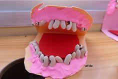 zuby ( papír, plastelína, fazole)