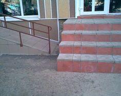 Een hellingbaan ... Awesome!  Behalve dat het ook recht op de muur.  De toegang wordt opgegeten door ... trap!