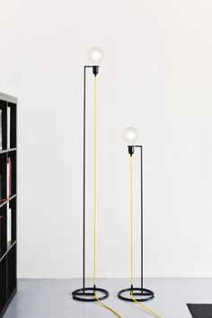 Change the point of view , change the perspective. From these guidelines is born VORTEX , floor lamp characterized by an iron structure colored BLACK, a colored electric wire and a light bulb globe LED . The perception is that of an inverted pendant lamp, upside down.