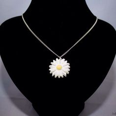 daisy pendant necklace by BrowniesCRAFTBOX on Etsy