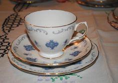 Bellissimo Trio Vintage porcellana inglese 15€!!! Vendita porcellane inglesi su https://www.facebook.com/CocoM%C3%A9ros-Larte-del-Ricevere-e-Tablescaping-604022803040134/