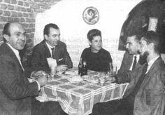 Ángel González junto a Jaime Salinas, Ivonne y Carlos Barral y Juan García Hortelano (1962).