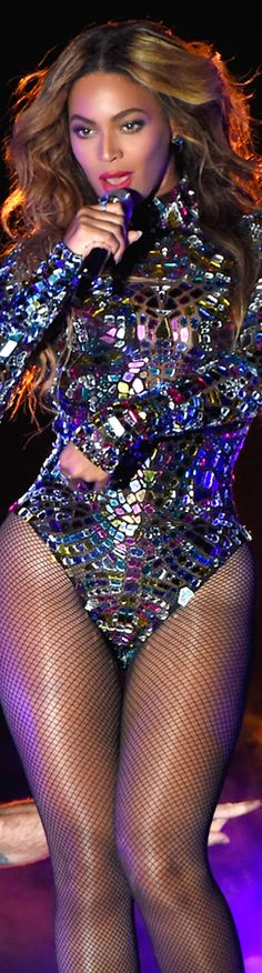 LOOKandLOVEwithLOLO: 2014 MTV Video Music Awards Red Carpet and Performances, Beyoncé in Tom Ford