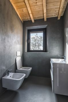 View the full picture gallery of Casa Le Querciole Toilet, Minimalism, House Ideas, Bathtub, Flooring, Gallery, Projects, Pictures, Furniture