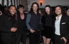 Actors Zach McGowan, Toby Schmitz, Sam Heughan, Caitriona Balfe and Luke Arnold attend the Starz original series premiere after party of 'Black Sails' at Chateau Marmont on January 2014 in Hollywood, California. Luke Arnold, Black Sails Starz, Black Sails Cast, Arnold Photos, Diana Gabaldon Outlander Series, Outlander Casting, Outlander Tv Series, Sam Heughan Outlander, Star Wars