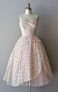 Châteauroux lace dress / dress / vintage lace by DearGolden, gorgeous women's vintage fashion clothing Pretty Outfits, Pretty Dresses, Beautiful Outfits, Beautiful Things, Vestidos Sexy, Dress Vestidos, Moda Vintage, Vintage Mode, Vintage Style