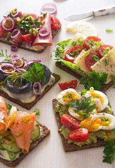These Danish Smørrebrød or open faced sandwiches are probably the best sandwiches you will ever eat, easy to put together, yet impressive in appearance, so versatile and incredibly delicious. Danish Cuisine, Danish Food, Appetizer Sandwiches, Appetizer Recipes, Appetizers, Brunch, Jai Faim, Tapas, Open Faced Sandwich