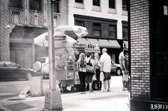 """Foto von Hutch1080: """"Hot Dog Stand an einer Strassenecke in NYC."""""""