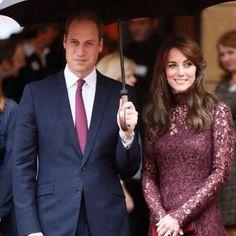 """Le prince William et son épouse la Duchesse de Cambridge Kate Middleton ont accompagné le président chinois Xi Jinping et son épouse à l'exposition """"Creative Collaborations"""" #parismatch #Royal #princewilliam #Katemiddleton #England #China #Culture by royal_matcher"""