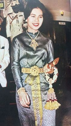 Queen Sirikit of Thailand King Of Kings, My King, King Queen, King Thailand, King Rama 9, Queen Sirikit, Thai Traditional Dress, Royal Queen, Great King