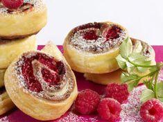 Découvrez la recette Roulés feuilletés aux framboises sur cuisineactuelle.fr.