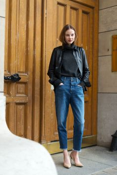 Street Chic: Style from Paris ​Diego Zuko is tracking the fashion set's best street style looks outside the Fall 2016 collections. Paris Street Fashion, Fashion Week Paris, Fashion Weeks, Parisian Fashion, Looks Street Style, Autumn Street Style, Looks Style, Paris Street Style Summer, Danish Street Style