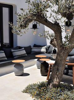 Kalesma, the new luxurious boutique hotel in Mykonos you should check out Athens Restaurants, Local Eatery, Mykonos Villas, Mykonos Hotels, Cozy Sofa, Greek Design, Hot Beach, Minimalist Interior, Cottage