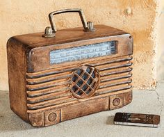 Tired of modern plastic everything? This wireless Bluetooth speaker is housed inside a distress-finished metal and resin old time radio.