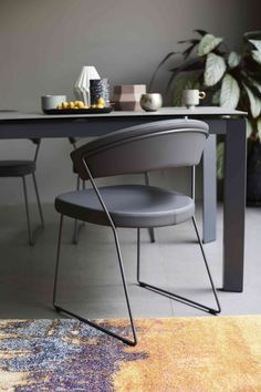 Calligaris New Baron grey dining table and 4 chairs. Grey Dining Tables, 4 Dining Chairs, Extendable Dining Table, Dining Room, Grey Furniture, Dining Furniture, Furniture Design, Steel Table Legs, Furniture Village