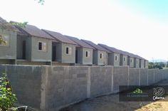A cerca murada garante privacidade e segurança para sua família!  A CL Construtora cuida dos detalhes.   #Itaboraí #DoSeuJeito