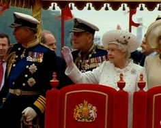 Britain's Queen Elizabeth joins giant jubilee flotilla in London http://www.ndtv.com/video/player/news/britains-queen-elizabeth-joins-giant-jubilee-flotilla-in-london/234729