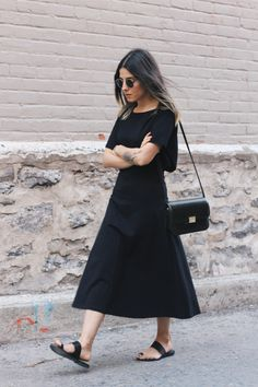 {source unknown} Simple all black ensemble. / Fashion / Style / Simple / Casual / Dress /