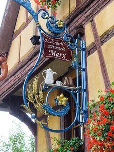 Boulangerie P& Marx sign Design Café, Sign Design, Design Shop, Blade Sign, Storefront Signs, Café Bar, Pub Signs, Shop Fronts, Decorative Signs