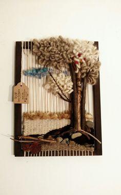 Hermoso Telar de Arbolito hecho con mixtura de técnicas, lanas naturales y ramitas silvestres.