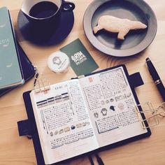 """""""手帳書きながらコーヒーは飲めるけどクッキーを食べるのはちょっと。。(笑)  ブログやってます。プロフィールから読めますので、どうぞよろしくお願いします^ ^  #書き終わってから食べました#デザート #すると主食がコーヒーか#ほぼ日手帳#ほぼ日手帳オリジナル#ほぼ日#hobonichi…"""""""