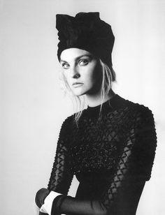 nice Caroline Trentini encarna musa de Niki de Saint Phalle para W Magazine Maio 2015 [Editorial]