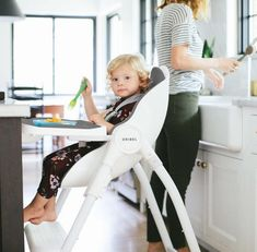 Mess-free in an enormous tray for babies to enjoy their meal time on Oribel Cocoon high chair.