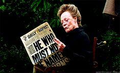 Maggie Smith reading a Harry Potter paper - Harry Potter bts