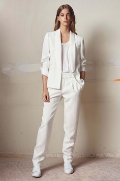Comptoir des Cotonniers Spring 2016 Ready-to-Wear Fashion Show   ...ooh yes, trim white suit with sneakers!...