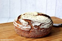 Ihr Lieben, hier kommt Paul….. Es war heute mal wieder Zeit, das zur Zeit von meiner Familie heißgeliebte Brot zu backen. Wir haben es Paul getauft :) Es ist herrlich knusprig, etwas kräftige…