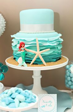 This design creates the perfect stage for a little mermaid… and is seriously gorgeous enough to be a bridal cake!