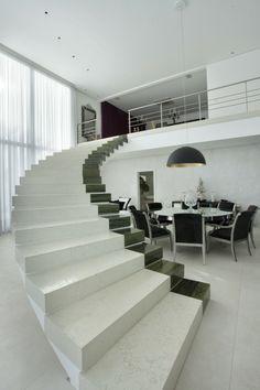 escalera en blanco y negro preciosa