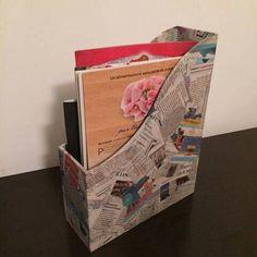 Porta riviste in legno con fogli di giornale - Stile Patchwork di ValeDecoHandmade su Etsy - 20 €