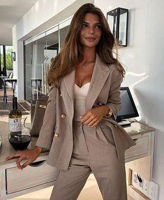 Tailleur Dior Jupe Fourreau Veste Grandes Poches Vintage Reasonable Price Vêtements, Accessoires Costumes, Tailleurs