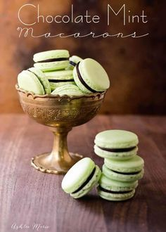 Macaron mania has hit the caking world! While macarons have been around for what seems like an age, I am only just starting to jump on the macaron train. Custard Cookies, Macaroon Cookies, Cookies Et Biscuits, Pudding Cookies, Coconut Cookies, Shortbread Cookies, Menta Chocolate, Chocolate Roulade, Chocolate Macaroons