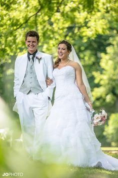 http://jophotoonline.com/blog/daras-garden-knoxville-weddings/  Knoxville Wedding DJ-Knoxville Dj in TN-JoPhoto-Knoxville Wedding Venue-Awesome Wedding