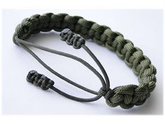 "How to Make a ""Cow Hitch"" Adjustable Paracord Survival Bracelet by CbyS Paracord and More - YouTube"