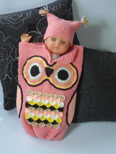 Crochet Baby Owl cocoon with hat. Warm cosy and cute #crochet #cocoon #owl #owlcocoon