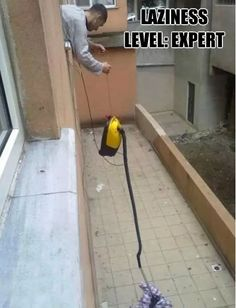 15 Hilarious Life Hacks For Lazy People - Likes Lazy People, Funny People, Stupid People, Funny Photos, Funny Images, Funniest Pictures, Silly Pics, Hilarious Pictures, Videos Funny