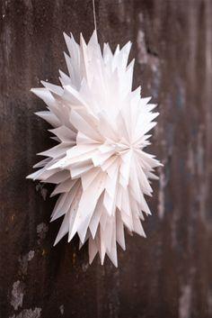 Oslo 60 vit Christmas Bells, Christmas Love, Christmas Ideas, Origami, Minimalist Christmas, Tis The Season, Wonderful Time, Seasons, Bird