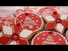 circle sugar cookie designs gingerbread cookies christmas decorating men decorated ideas decorate your own station icing recipe how to with royal round for biscuits chocolate Snowflake Cookies, Christmas Tree Cookies, Gingerbread Cookies, Christmas Ornaments, White Ornaments, Xmas Cookies, Felt Ornaments, Merry Christmas, Galletas Cookies