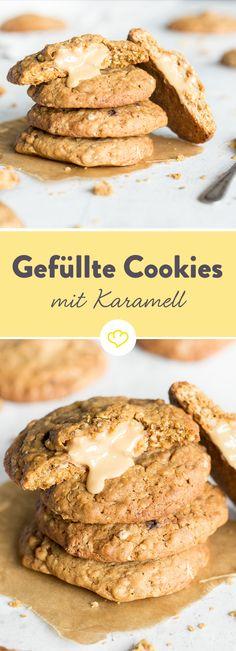 Dieser Moment, wenn du in deinen Cookie beißt und auf einen Kern aus flüssigem Karamell und Erdnussbutter triffst – unbezahlbar! Was dann noch hilft? Ein zweiter Cookie, ein dritter, ein vierter, …