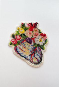 Anatomie florale. Collier de fleurs de coeur. Coeur par nepinka