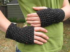 peasy fingerless gloves using half double crochet stitch in the round