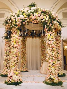 Floral wedding mandap, white mandap, chuppah byTantawan Bloom #wedding #indianwedding