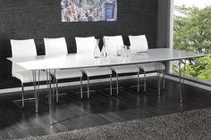 """Entdecken Sie unseren großen und modernen Tisch """"ARCTEC"""" im Stil eines Konferenztisches bekannt aus Architektur-Büros und Modell-Agenturen. Im Design ist dieser Esszimmertisch auf das Wesentlichste reduziert. Mit seinem gradlinigem Charakter, der zurückhaltenden Formsprache und der gekonnten Verarbeitung hochwertigster Materialien wird der Esstisch zu einem Garanten für gesellige Stunden in Ihrem Zuhause. Darüber hinaus ist der Tisch sehr variabel."""
